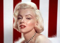 Marilyn Monroe O tom de loiro mais copiado até hoje é o da atriz Marilyn Monroe. O corte ondulado também era sucesso!