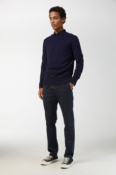 Casual chino trousers in a medium-weight organic cotton twill with a slightly broken-in appearance. Slim fit. Organic cotton is cultivated and harvested fr