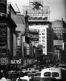 Photograph by Andreas Feininger. New York City, February 1954.