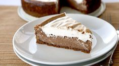 S'mores Cheesecake-All the classic campfire s'more flavors baked into a decadent cheesecake – that's easy to make!