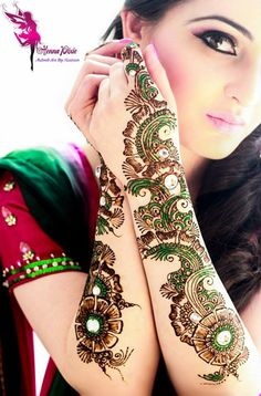 Latest Newly Pakistani Mehandi Designs Collection 2014 (1)