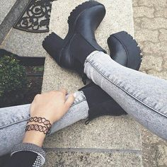 Image via We Heart It https://weheartit.com/entry/143231327 #boots #fashion #girl