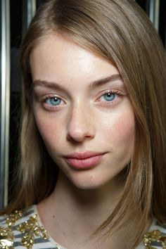 Preen at London Spring 2016 (Backstage) Blonde Natural Hair, Soft Natural Makeup, Dark Ash Blonde, Natural Hair Styles, Most Beautiful Faces, Beautiful Eyes, Female Character Inspiration, Pretty Face, Face And Body