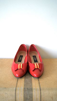 Red Bow Flats. Vintage Kitten Heels. 80s Preppy Womens Shoes. Size 6.5 / 7.