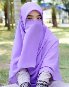 Gambar mungkin berisi: satu orang atau lebih dan luar ruangan Hijab Niqab, Hijab Chic, Hijab Outfit, Beautiful Hijab, Beautiful Asian Women, Beautiful Eyes, Hijabi Girl, Girl Hijab, Niqab Fashion