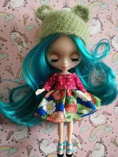 Vestido y gorrito para petite blythe de fresas, petite blythe dress and hat strawberry