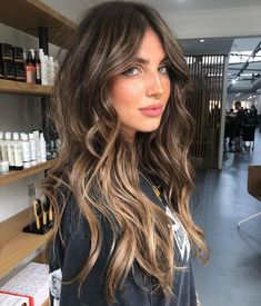 my mood-board for 2020 consists of this picture and this picture only 🤩 Jaye . my mood-board for 2020 consists of this picture and this picture only 🤩 Jaye Edwards via SalonCentric. Brown Hair With Blonde Highlights, Brown Hair Balayage, Balayage Brunette, Hair Color Balayage, Brunette Hair, Hair Highlights, Blonde Hair, Brunette Color, Gorgeous Hair Color