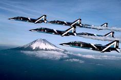 アークEFI航空情報センター 航空フォトサロン 航空自衛隊ブルーインパルスT-2