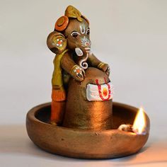Get this unique terracotta copper finish baby Ganesha holding Lord Shiva in pound. The Ganesha and the Lord Shiva Idol has been handpainted with multiple colours to give it a class and sheen. Arti Thali Decoration, Ganapati Decoration, Clay Ganesha, Ganesha Art, Lord Shiva, Lord Ganesha, Jai Ganesh, Ganesha Pictures, Ganesh Images
