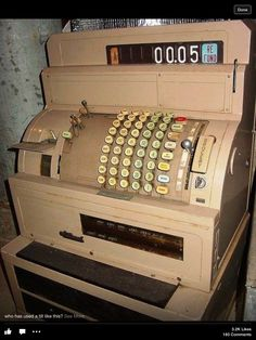 National Cash Register - 1970 - I could run this thing as fast as it could go! My first job - general cash register My Childhood Memories, Great Memories, School Memories, Retro Vintage, Vintage Stuff, Vintage Barbie, Ddr Museum, Nostalgia, Oldschool