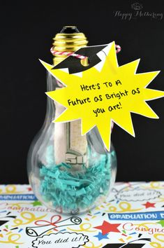 Looking for DIY graduation gifts? Make this simple Brightest Future DIY cash holder. Any graduate will appreciate the unique presentation! Free printable included with the tutorial!