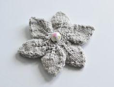 La broche fleur au tricot