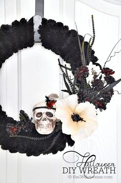 Halloween: Chic Halloween Wreath Tutorial at the36thavenue.com