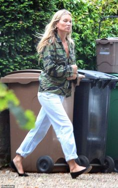 Kate Moss Style, Stepping Out, Casual Looks, Blue Jeans, Make Up, Sporty, London, Thursday, Fresh