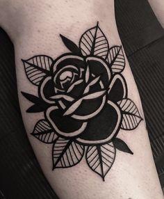 Black Ink Tattoos, Rose Tattoos, Body Art Tattoos, Sleeve Tattoos, Tatoos, Traditional Tattoo Skull, Traditional Tattoo Flowers, Tatuagem Old Scholl, Wrist Tattoo Cover Up