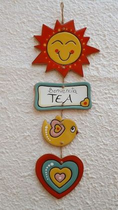 ceramica come mestiere: IDEE REGALO PER I PICCOLI Not sure about the meaning, but it must say something about what a cute tea sign this is, don't you think? Clay Crafts For Kids, Diy Arts And Crafts, Paper Crafts, Clay Wall Art, Clay Art, Polymer Clay Crafts, Diy Clay, Clay Ornaments, Paperclay