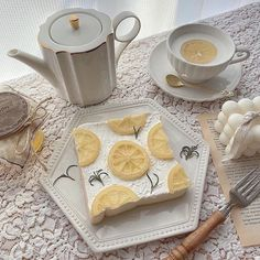 #sweets #desserts #sobremesa #doces Yellow Aesthetic Pastel, Aesthetic Colors, Aesthetic Food, Aesthetic Pictures, Snacks Saludables, Yellow Theme, Korean Aesthetic, Cafe Food, Mellow Yellow
