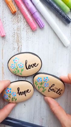 Amazing and easy to do step-by-step rock painting tutorial on how to create Love, Hope and Faith stones. Kindness rock project, Hunting rocks, Pebble drawing, Rock painting ideas and tutorials Rock Painting Ideas Easy, Rock Painting Designs, Paint Designs, Creative Painting Ideas, Rock Painting Supplies, Rock Painting Patterns, Pebble Painting, Pebble Art, Stone Painting