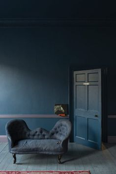 Stiffkey Blue - Farrow & Ball About to use this colour in my sitting room, love it! sweet home Farrow Ball, Farrow And Ball Paint, Dark Interiors, Colorful Interiors, Stiffkey Blue, Living Colors, Dark Blue Walls, Arquitetura, Ideas