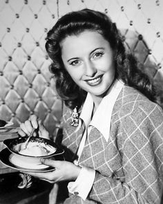 "Barbara Stanwyck in a promo shot for the film ""You Belong to Me"" - 1941 Golden Age Of Hollywood, Vintage Hollywood, Hollywood Glamour, Hollywood Stars, Classic Hollywood, Santa Monica, Barbara Stanwyck, Classic Beauty, Movie Stars"