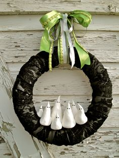 I want to make one likes this! Because I'm not spending a $120 on a wreath, unless there's real gold on it.