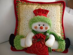 By Solange Maria Soccol Christmas Cushions, Christmas Pillow, Felt Christmas, Christmas Snowman, Christmas Holidays, Christmas Ornaments, Felt Decorations, Christmas Decorations, Holiday Crafts