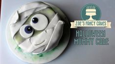 Halloween Mummy cake How To Cake Tutorial. In this video I show you how to make a Mummy cake for Halloween. You could use fondant, flower paste, mexican paste, sugar paste or gum paste. You could also use polymer clay or fimo if you do not want the model Easy Halloween Food, Halloween Cakes, Halloween Spider, Halloween 2018, Zoes Fancy Cakes, Spider Cupcakes, Geek Magazine, Cake Decorating Tutorials, Cupcakes Decorating