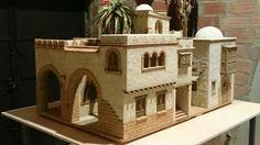 Casa con Arco, Balconera y Cúpula Building Exterior, Building A House, Diy Nativity, Modelos 3d, Church Crafts, Miniature Houses, Small World, Model Homes, Inspired Homes