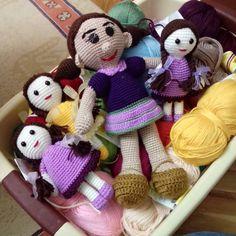 İş sepetinde kızlar Bütün arkadaşların kandili mübarek olsun  #amigurumi #handmade #elişi #elemeği #oyuncak #çocuklarsevinsin #sevgiyleörüyorum by dantelci_teyze