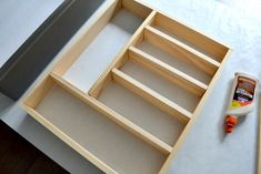 Time for a more organized kitchen! This easy to make custom DIY silverware drawer organizer makes better use of space than a store-bought version! Silverware Drawer Organizer, Silverware Tray, Kitchen Drawer Organization, Diy Organization, Kitchen Drawers, Organizing Tips, Easy Wood Projects, Banner, Drawer Organisers