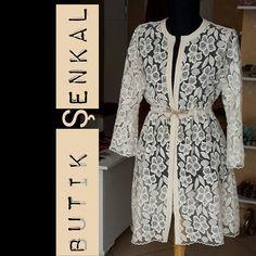 Bayramlık Dantel Ceket Dress Shirts For Women, Clothes For Women, Hijab Fashion, Fashion Dresses, Dress Brokat, Arab Girls, Modest Wear, Designs For Dresses, Sport Chic