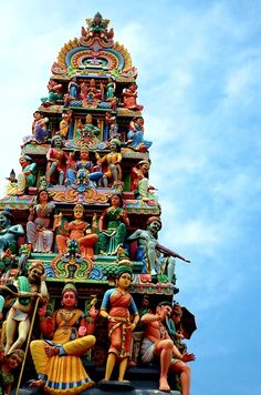 Chettiar's Hindu Temple (Sri Thendayuthapani Temple) is one of the Singapore Hindu community's most important monuments. The open-walled temple is dedicated to the six-faced Lord Subramaniam.