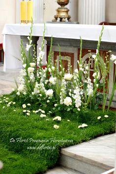 Altar Flowers, Church Flowers, Funeral Flowers, Home Wedding Decorations, Altar Decorations, Flower Decorations, Easter Flower Arrangements, Floral Arrangements, Wedding Entrance
