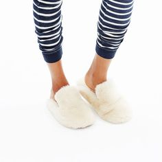 hint, hint – this Madewell faux shearling snow cloud slippers is on my wishlist #giftwell