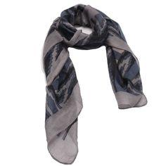 Lenço Urbano Brasil - Lenço em tecido de seda com estampa geométrica nas cores azul e cinza. #lenços #lenço #moda #modafeminina #acessórios #acessóriosfemininos #scarf #scarfs #fashion #womensfashion #femalleacessories
