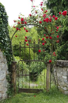 40 Gorgeous Creative Metal Garden Gates Ideas Page 46 of 49 Diy Garden, Garden Cottage, Rose Cottage, Dream Garden, Wooden Garden Gate, Garden Gates And Fencing, Garden Paths, Backyard Gates, Garden Of Eden