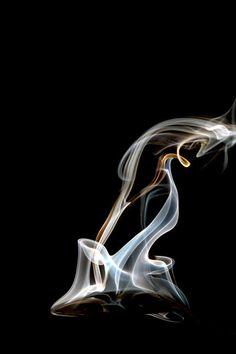 Colheres quentes A série Colheres Quentes, é um ensaio onde a fumaça saindo da colher, é fotografada em altíssiama velocidade (1/40.000). As formas e a nitidez conseguidas, mostram uma rara beleza. Essa série foi originalmente criada, para decorar espaços gourmet. (Aconselho seu uso em jogos de duas ou três telas e no tamanho de 20x30). #marcoscastrofotografia, #decoração, #decor, #fineart, #fotografia, #cozinha, Kitchens, #Art