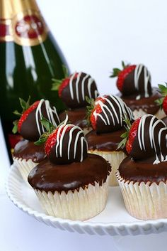 Strawberry Champagne Cupcakes- Absolutely incredible, one of my fav cupcake recipes ever! Just Desserts, Delicious Desserts, Yummy Food, Yummy Yummy, Delish, Cupcake Recipes, Dessert Recipes, Cupcake Toppings, Gourmet Cupcakes
