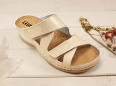 Brown Sandals, Shoes, Fashion, Moda, Zapatos, Shoes Outlet, Fashion Styles, Shoe, Footwear