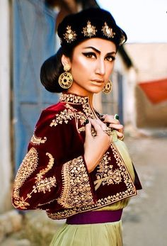 » Makeup File with Natasha: Hira Tareen's Look for Sanam Chaudhri's Luxury Shoot | Secret Closet