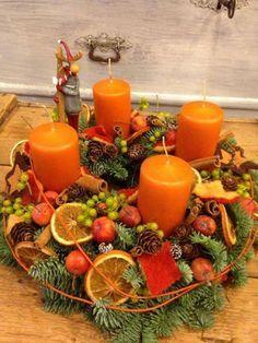 Adventní svícen * dekorace s ovocem Christmas Candle Decorations, Advent Candles, Christmas Flowers, Noel Christmas, Christmas Candles, Rustic Christmas, Simple Christmas, Christmas Wreaths, Christmas Crafts