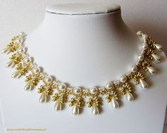 Free pattern for beautiful beaded necklace Elettra by Lyubov Buntova Design and photo by Lyubov Buntova  Click to visit Lyubov's Buntova Etsy shop Click to buy this beautiful necklace ready U nee