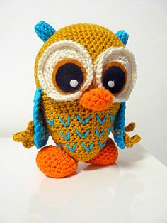 This stunning owl is made by SKatieDes and is a free PDF Ravelry download.