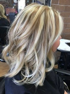 More than 40 of the best mid-length hair styling styles – Page 3 – Kornelia Nowak - All Hair Styles Winter Hairstyles, Pretty Hairstyles, Medium Hair Styles, Curly Hair Styles, Brown Blonde Hair, Blonde Hair Over 40, Fall Blonde Hair Color, Brunette Color, Hair Color Highlights