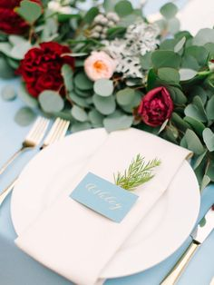 d9b97cf5150264999b658afc2ab892fa--dusty-blue-weddings-burgundy-wedding-table-setting.jpg (736×981)