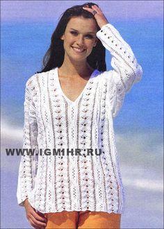 Легкий белый пуловер с ажурами и косами. Спицы