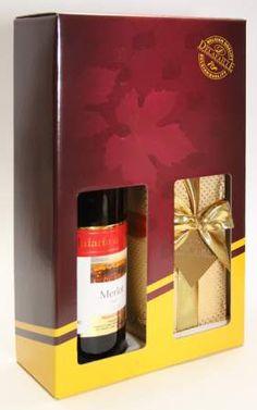 Exkluzivní dárková kazeta obsahuje jakostní odrůdové červené víno a nádhernou velkou zlatou bonboniéru s belgickými pralinkami. Dárek, který se hodí pro každou příležitost. Na přání opatříme víno individuální firemní visačkou s firemním logem a textem. Obsah víno 0,75 l, bonboniéra 200 g.