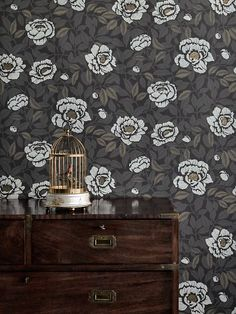 Tapet My peony garden Antique Gold - Emma von Brömssen Wallpaper Living Room, Wallpaper, Living Room Scandinavian, Home Decor Decals, Flower Shower, Home Wallpaper, Scandinavian, Home Decor, Ceiling Lights