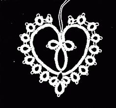 Swiss Tatting: Frivolité-Herz - Free pattern by Christel Weidmann, using 2 shuttles (in German) #tatting #heart