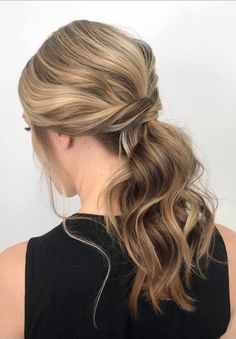 7 Clever Ways To Wear A Ponytail For Every Occasion. No matter if you like fancy, messy, or braided ponytails, or have short or long hair, here you'll find elegant and stylish ideas for any occasion. Prom Hairstyles, Low Pony Hairstyles, Easy Updo Hairstyles, Undercut Hairstyles, Gorgeous Hairstyles, Hairdos, Party Hairstyles For Long Hair, Hairstyle Short, Spring Hairstyles